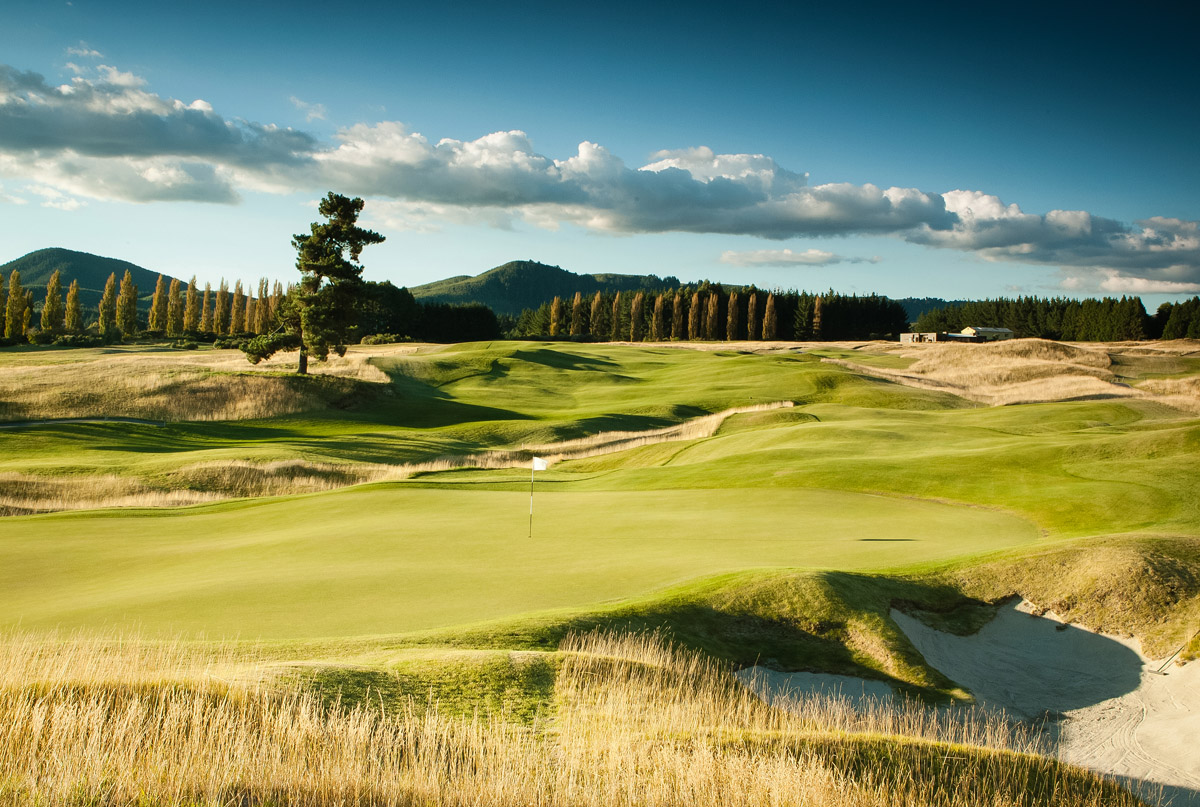 Kinloch Club Golf Course fifth hole with tall trees linking the edge of the course